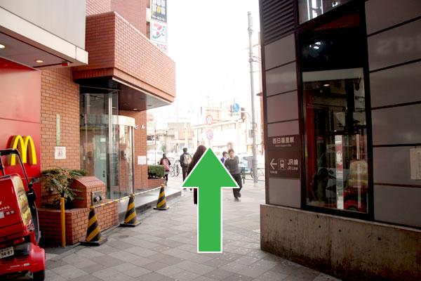 千代田線西日暮里駅2番出口からの行き方